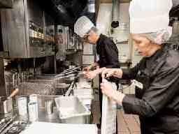 株式会社すかいらーくホールディングス New Open カフェレストラン [ガスト] 苫小牧店<017738>