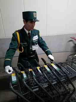SPDセキュリA 千葉県山武郡 大型スーパーマーケット 施設内のセキュリティスタッフ (施設警備)